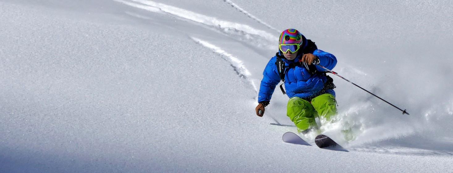 Výbava na zimnú lyžovačku, ktorá vám nesmie chýbať