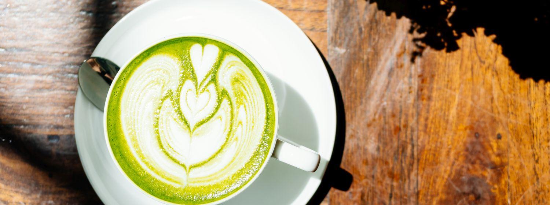 Pripravte si chutné vegánske matcha latté