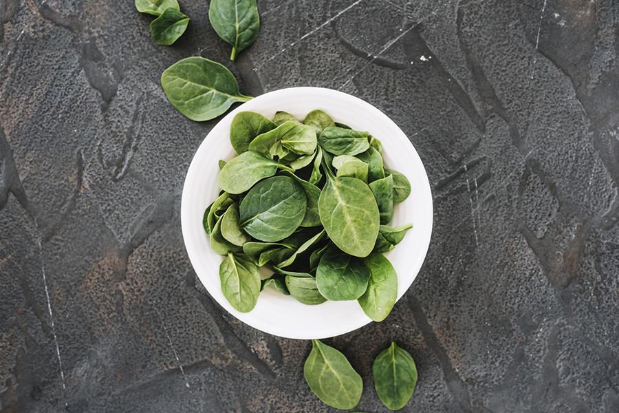 Špenát je výborným zdrojom kyseliny listovej, vitamínu A, železa a vitamínu K.