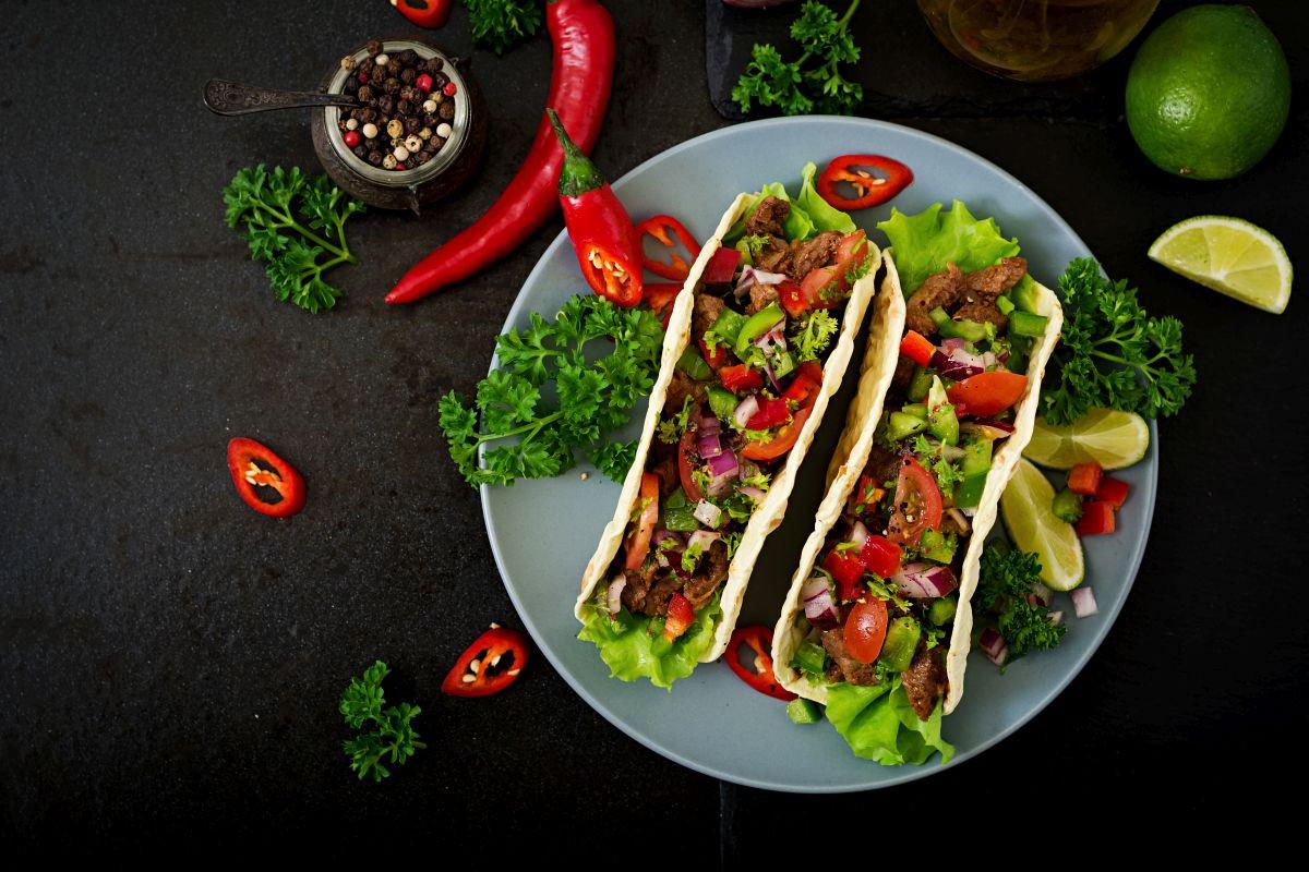 Pripravte si domáce tacos s tortillami.