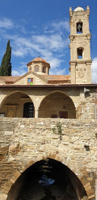 Kostol v kopcoch
