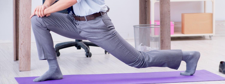 Office joga proti boľavým bedrám - zacvičte si aj v kancelárii